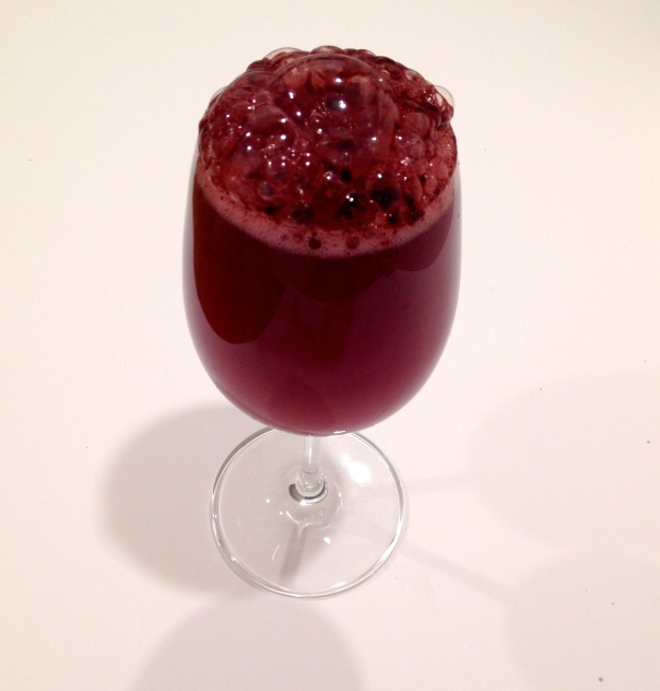 Sparkling mineral water with black raspberry powder